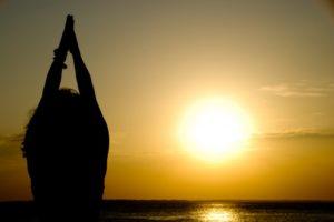 «Сурья Намаскар» — приветствие солнцу