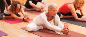 Комплекс упражнений йоги для пожилых людей