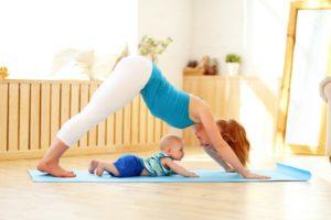 Восстанавливающая йога после родов в домашних условиях
