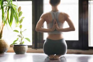 Виды упражнений йоги для прямой осанки