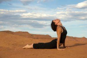 Правила выполнения позы кобры в йоге: советы начинающим
