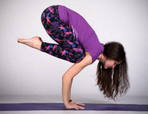 Особенности выполнения позы журавля в йоге