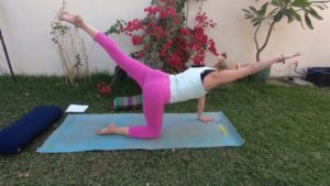 Утренний комплекс упражнений йоги на 15 минут