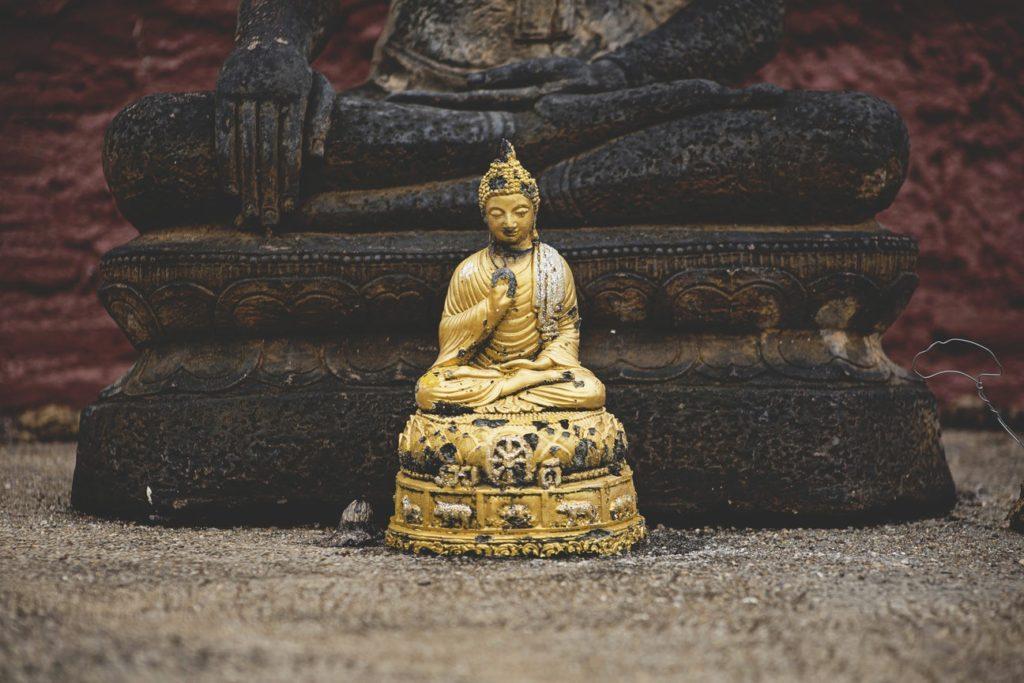 Первые ступени на пути к совершенству Яма и Нияма в йоге